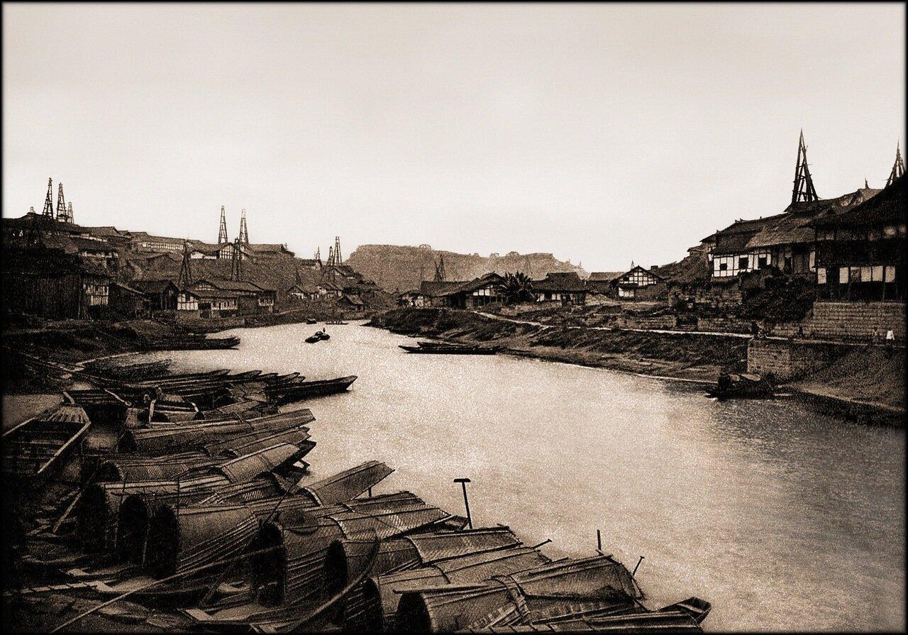 1906. Промышленный район соляных скважин Тзелючин, Сычуань