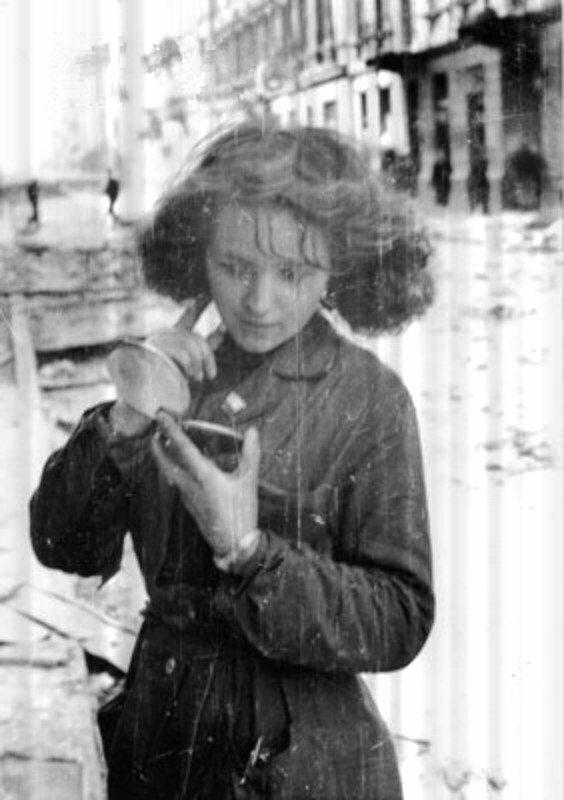 September 1944. Warsaw Uprising. Girl with a mirror after air raid at Złota street near Zgoda street.Photo by Eugeniusz Lokajski