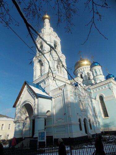 Собор Успения Пресвятой Богородицы, возведен на народные средства к 100-летию сражения под Малоярославцем