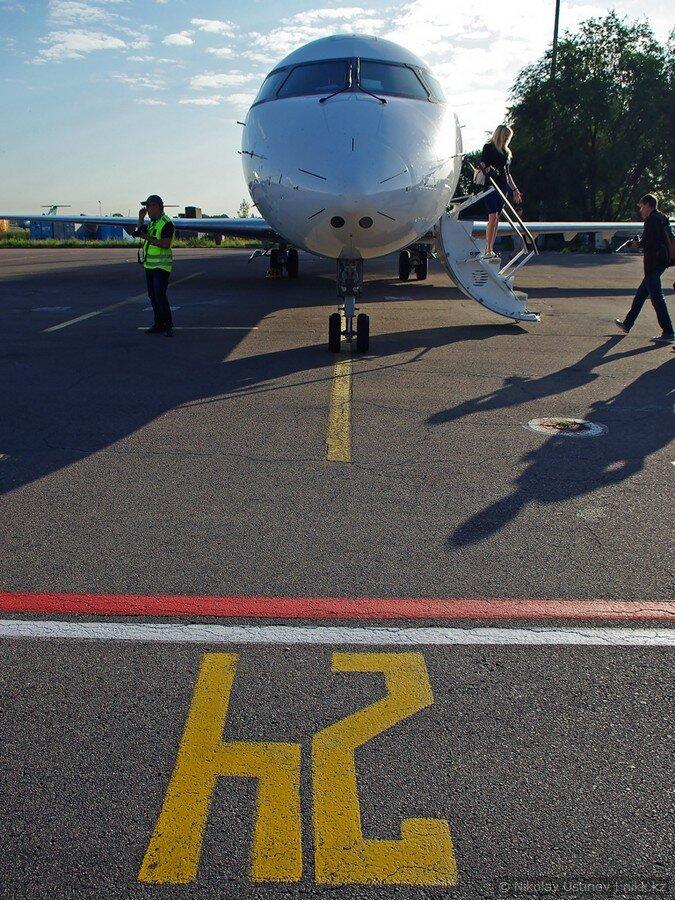 Bombardier CRJ 200 авиакомпании Скат в аэропорту Алматы
