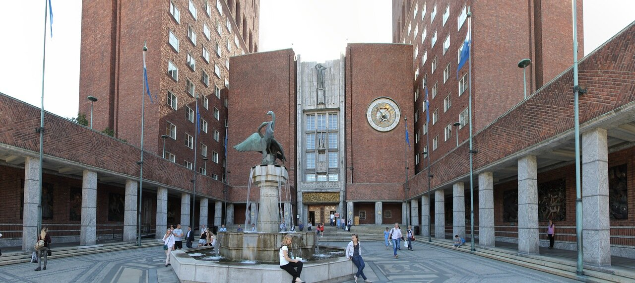 Oslo, Fridtjof Nansen Square, Rathaus. Осло, Площадь Фритьофа Нансена, Ратуша, panorama
