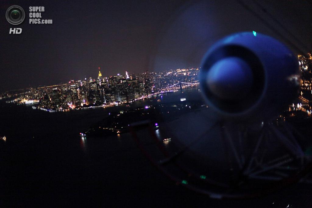 США. Нью-Йорк. 13 сентября 2009 года. Нижний Манхэттен, вид с дирижабля DIRECTV. (Mario Tama/Get