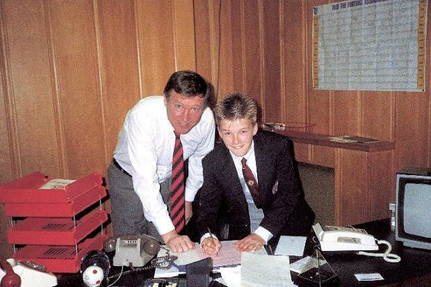 14-ти летний Дэвид Бекхэм подписывает контракт с Манчестер Юнайтед
