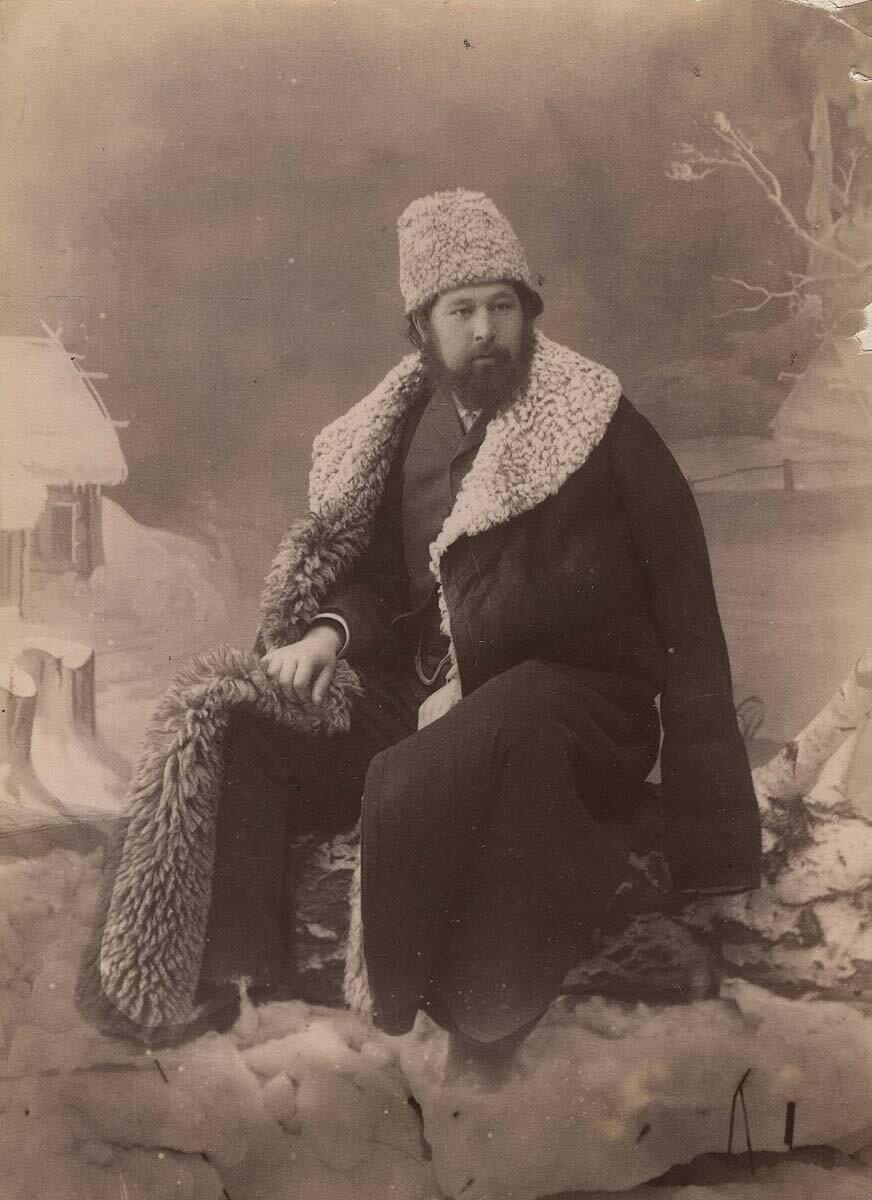 Фотопортрет купца 2-ой гильдии Карнакова Василия Ивановича. 1890