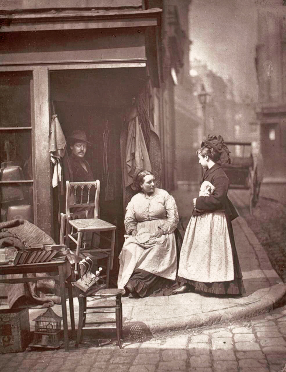 Торговцы старой мебелью