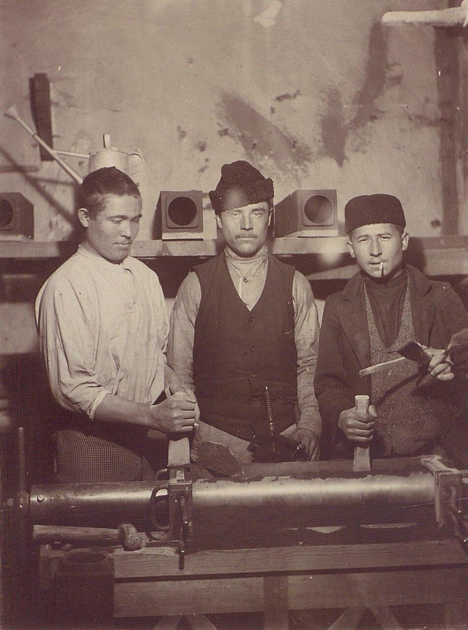 51. Рабочие телефонной компании в Москве. 1900