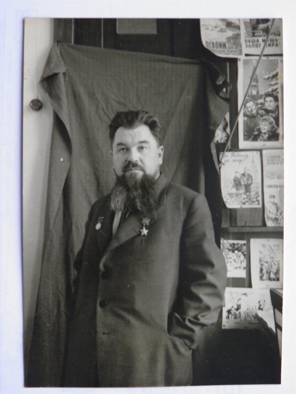 Пётр Петрович Вершигора (1905—1963), генерал-майор,заместитель командира по разведке партизанского соединения С. А. Ковпака, с декабря 1943 — командир соединения, которое было переименовано в Первую Украинскую партизанскую дивизию