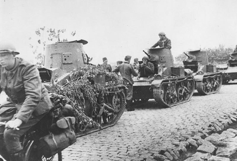 Колонна бельгийских легких танков Т15.