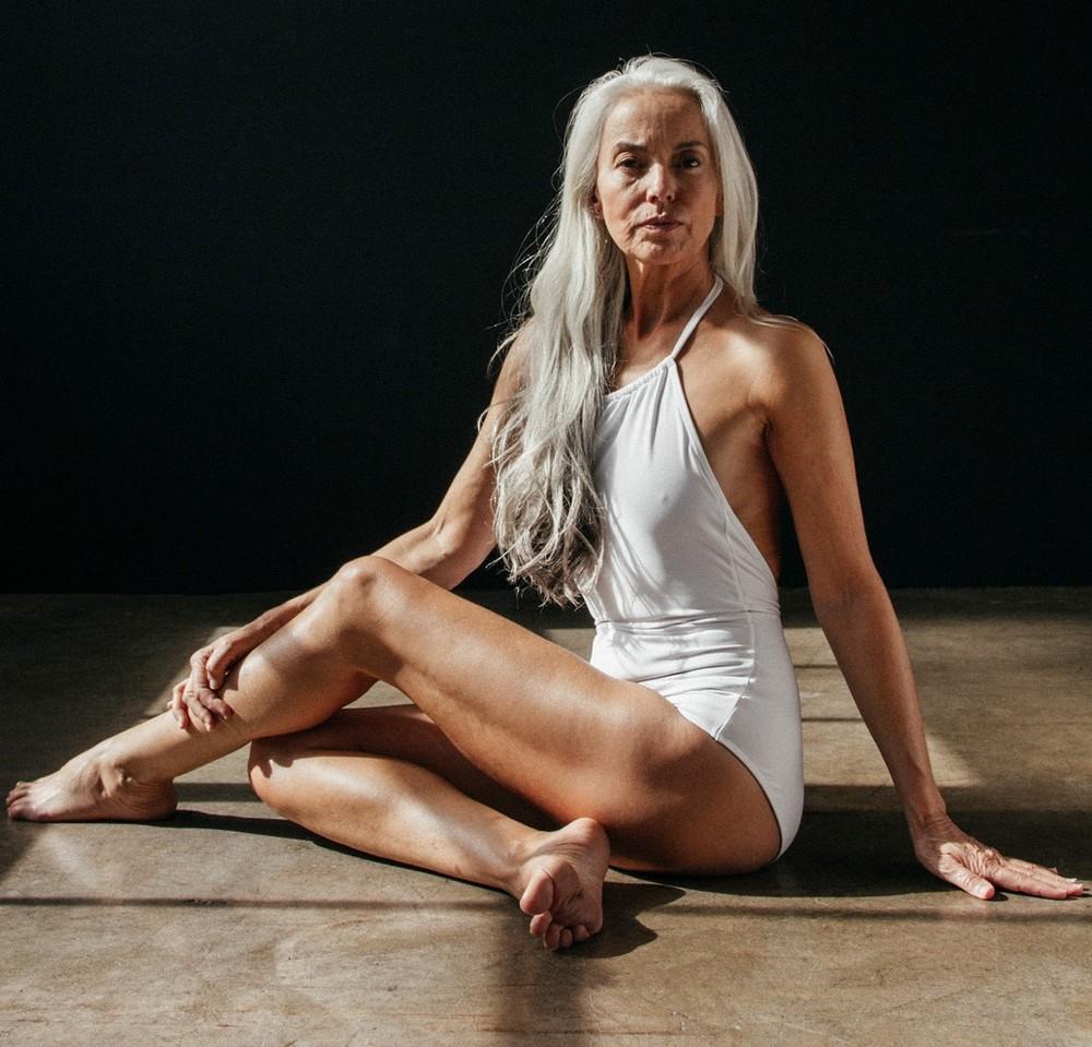 60-летняя модель снялась в рекламе купальников