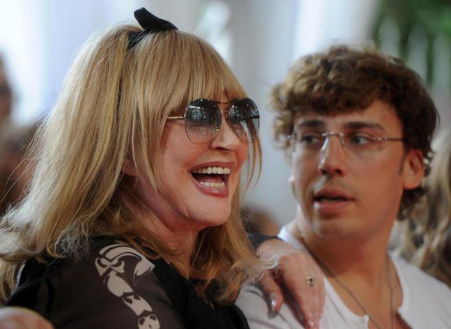 Примадонна организует для близнецов необычный праздник
