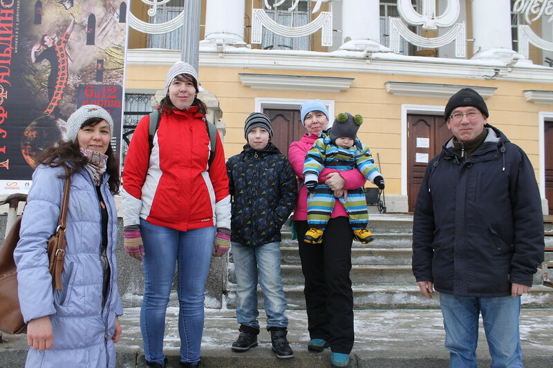 Экскурсия за кулисы театра.