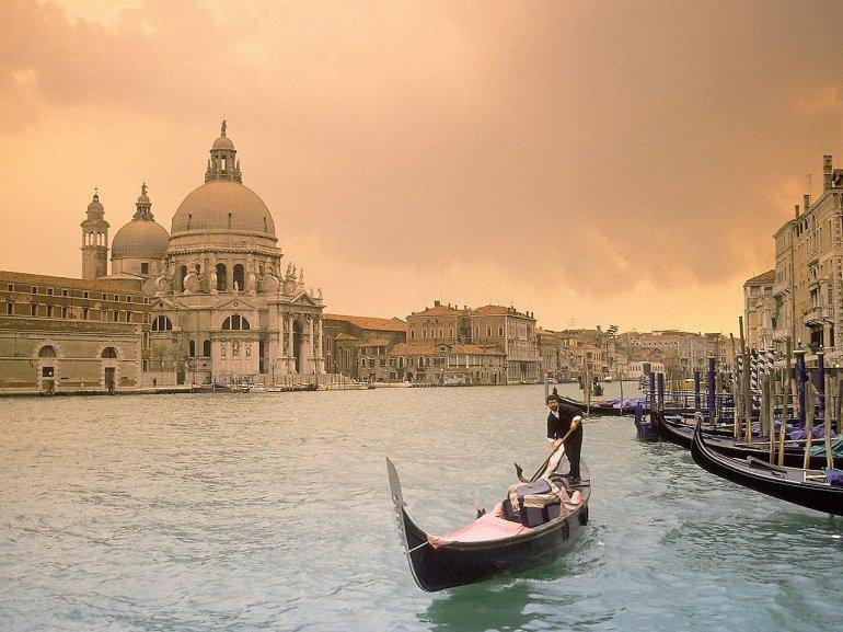 Гранд-канал — визитная карточка Венеции. Он делит город на две части. Путешествуя по Гранд-кана
