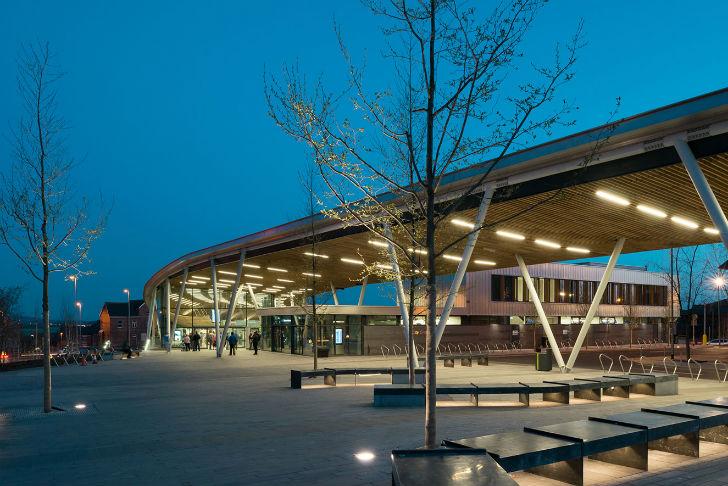 Международная архитектурная фирма «Гримшоу» выиграла право в 2010 году спроектировать центральную ав