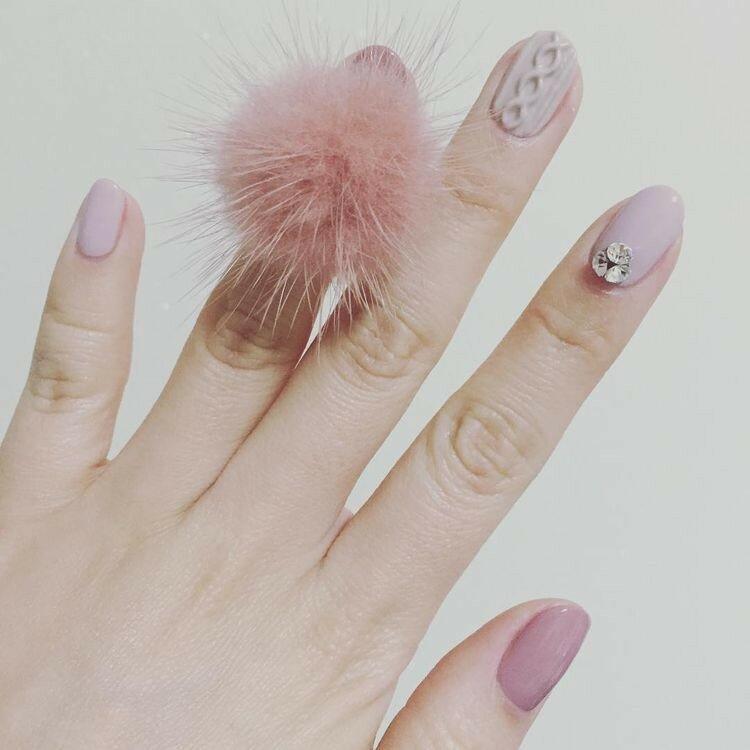 ногти-с-помпонами-pom-pom-nails-фото.jpg