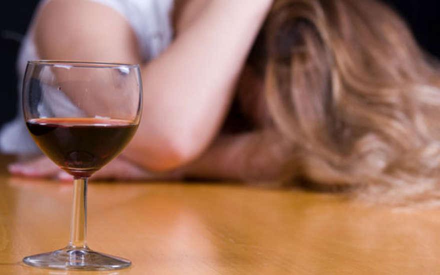 Пьяная русская мама соблазняет сына 6 фотография