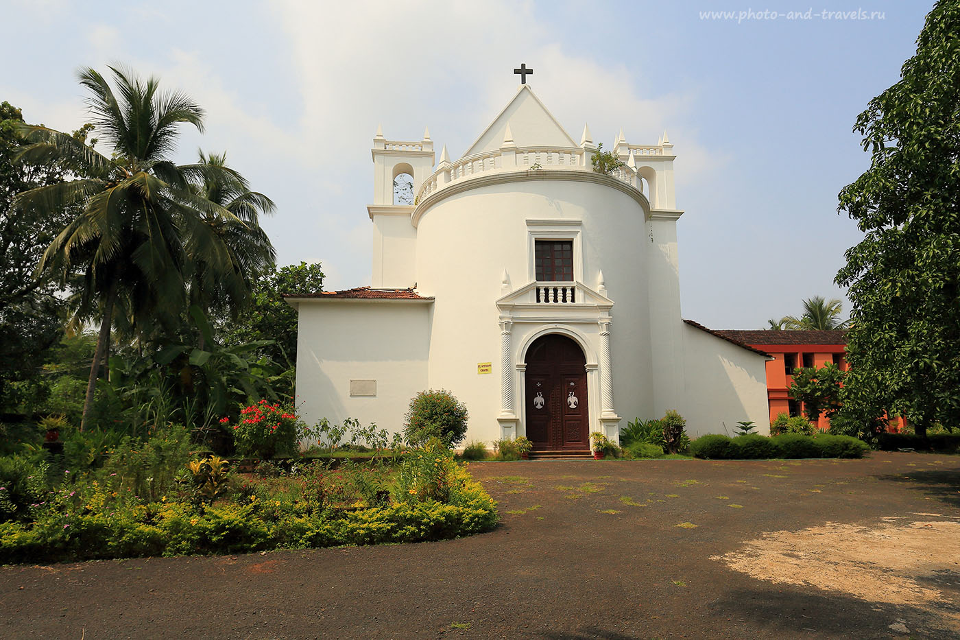 Фотография 24. Часовня Св. Антония в Старом Гоа. Туры в Индию самостоятельно (17-40, 1/200, 0eV, f9, 17mm, ISO 100)