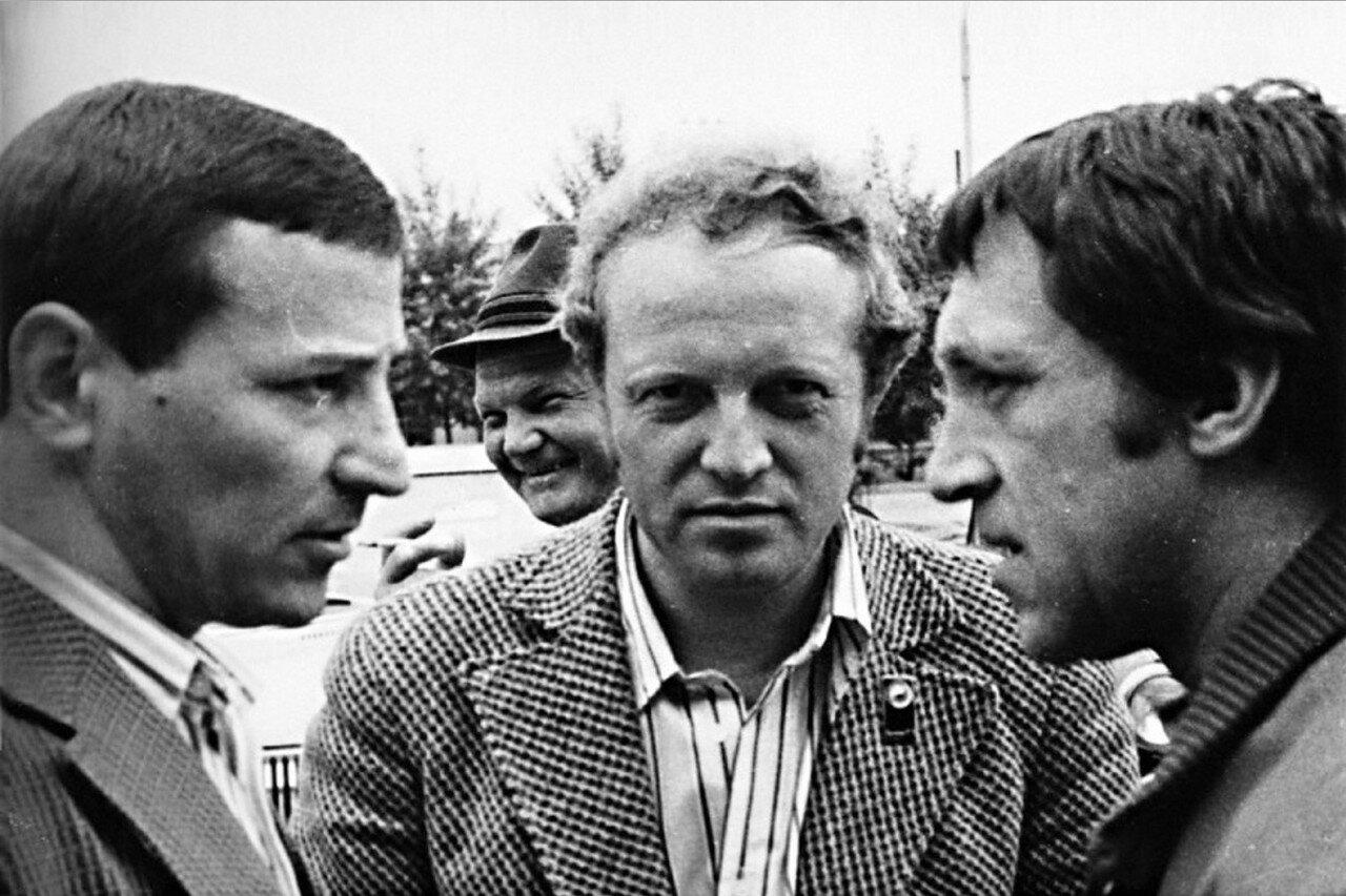 78. Владимир Высоцкий в аэропорту Иркутска. Фото Леонида Васильевича Мончинского, 21 июня 1976 года