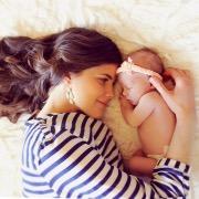 Младенец и мама