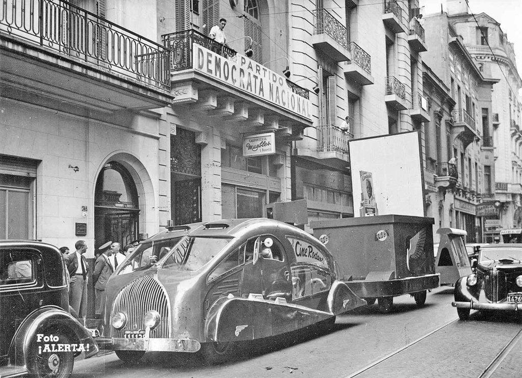 1930s-South-American-streamlined-truck.jpg