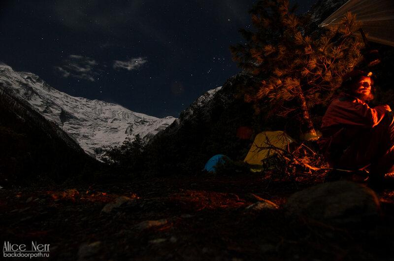 Приятнейший вечер в лагаре в волшебных Гималаях, ночь в гималаях, природа, гималаи, непал, горы