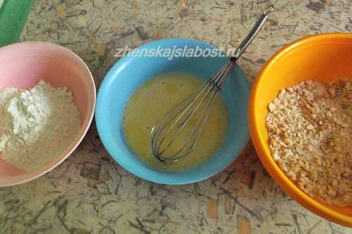 мука, яйца, панировочные сухари для приготовления испанской закуски