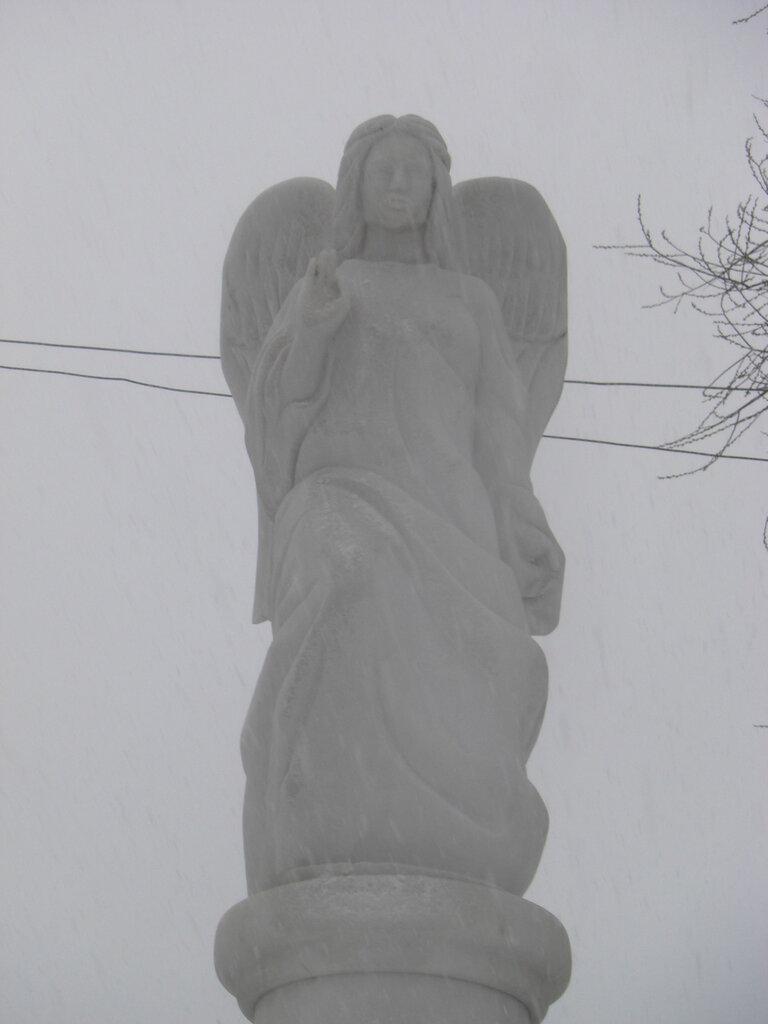 Статуя ангела поближе (26.04.2014)