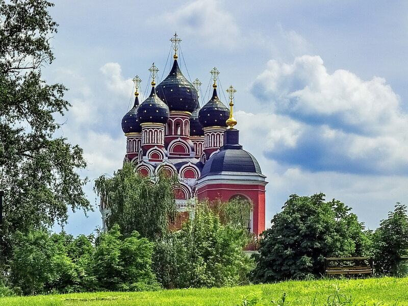 Храм Тихвинской иконы Божией Матери в Алексеевском.....
