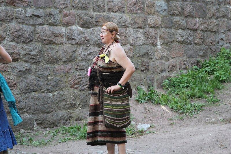дама в вязаном вручную платье на фестивале «Майское дерево 2014»