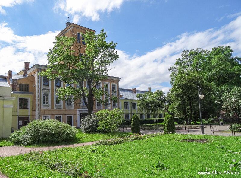 Здания главного корпуса Ботанического сада