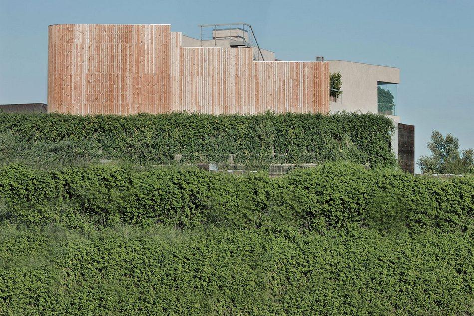 Трехэтажный особняк House Pedralbes неподалеку от Барселоны