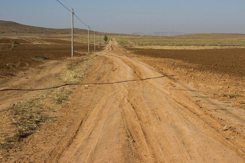 полевая дорога во внутренней монголии, китай