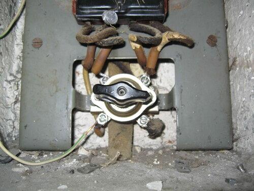 Фото 3. Короткое замыкание в одной из групп способствовало выходу из строя пакетного выключателя.