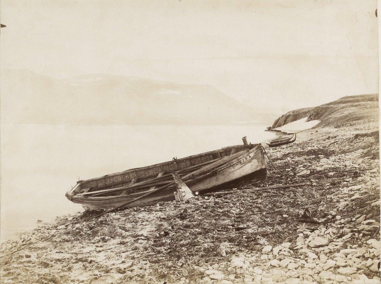 Лодка охотников на моржей с «ЭйрЫ»