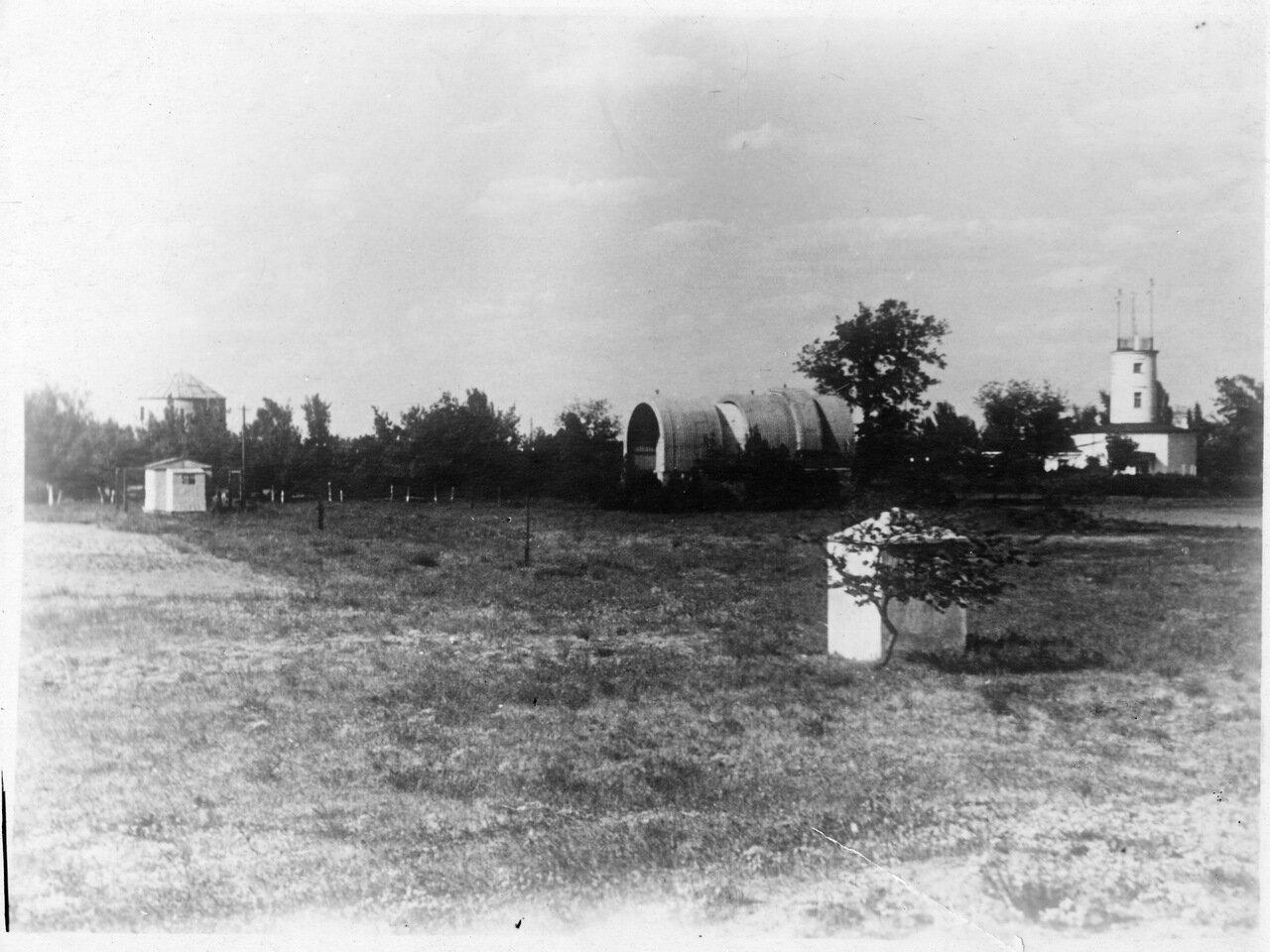 Территория обсерватории в начале 50-х.
