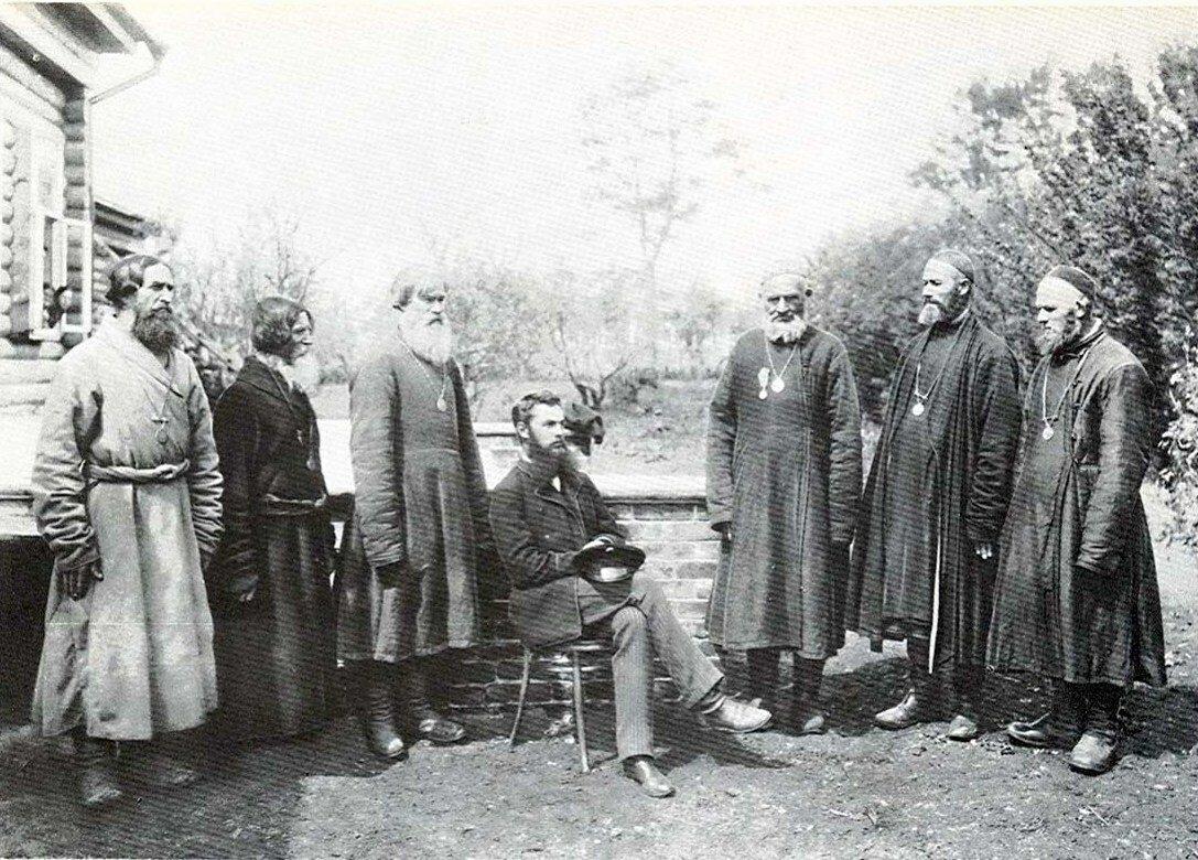 Волостные старшины у земского начальника.