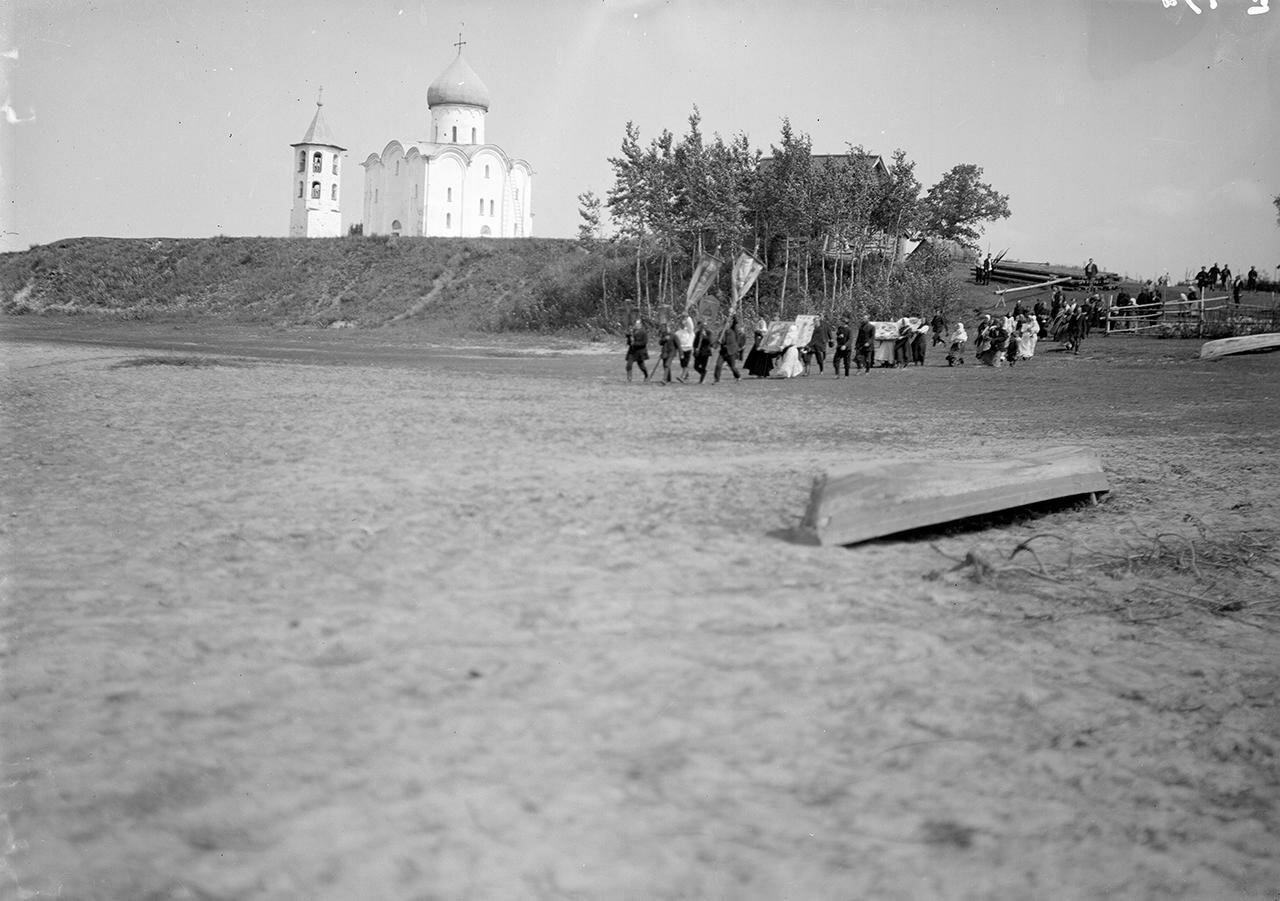 Церковь Спаса на Нередице. Крестный ход в престольный праздник Преображения