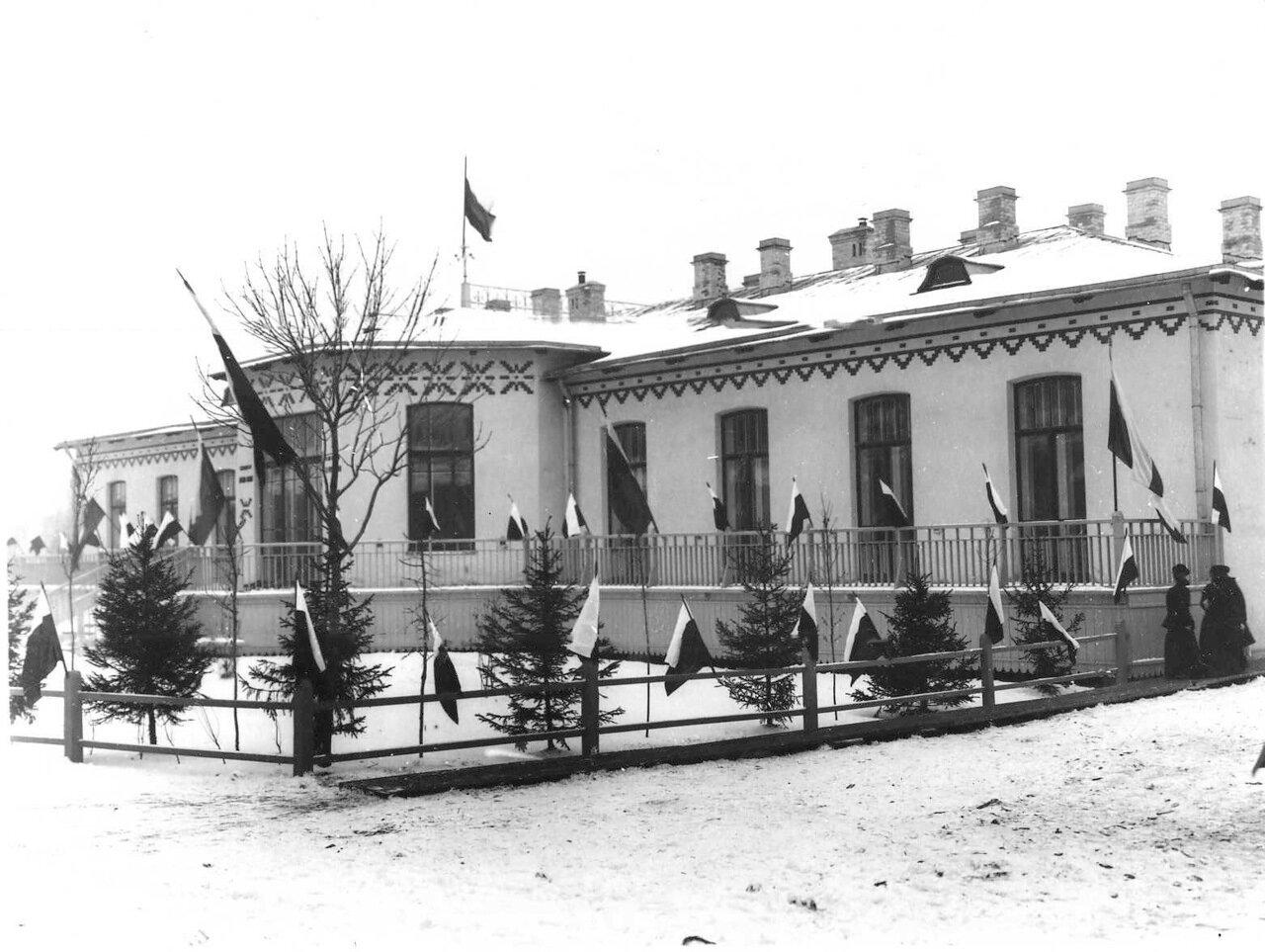 61. Фасад здания детской клиники.  1913