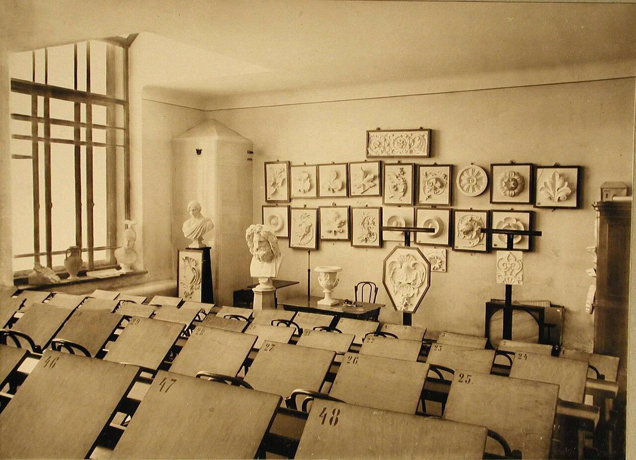 13. Вид части рисовального класса училища