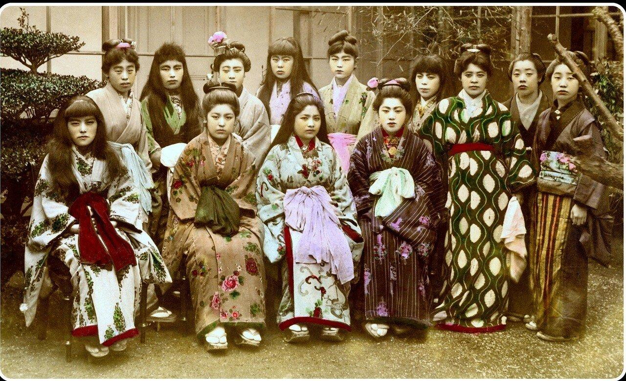 Девушки из «Цветущей Вишни», одного из самых популярных борделей Йокогамы