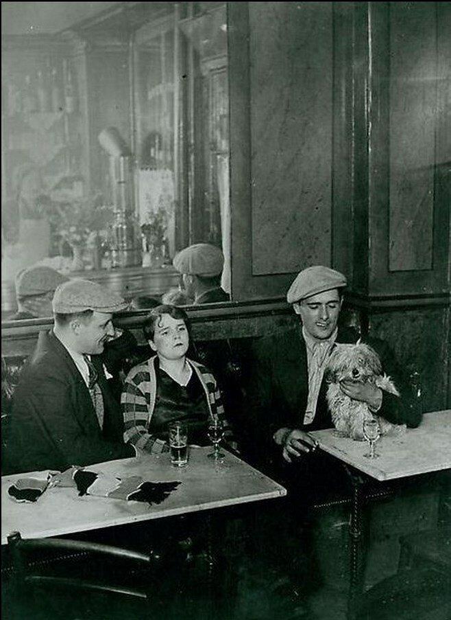 1932. В парижском бистро