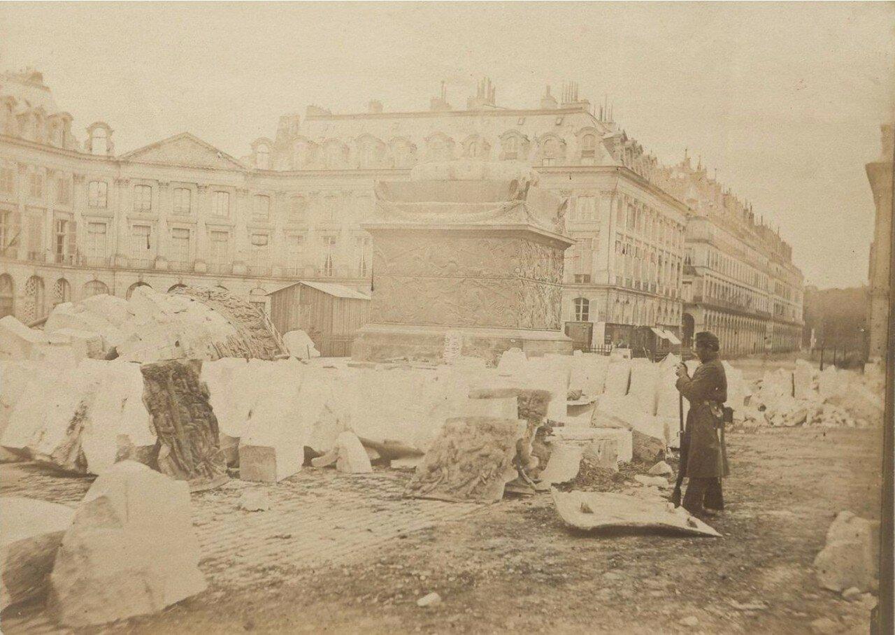 1871. Вандомская колонна после ее падения во время Парижской Коммуны