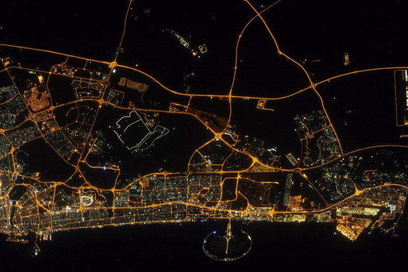 Дубай ночью из космоса