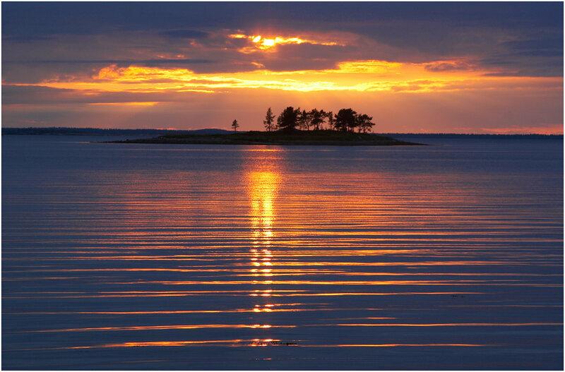 Небольшой островок в Кандалакшском заливе. Карелия