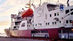 США направили ледокол для вызволения застрявших кораблей