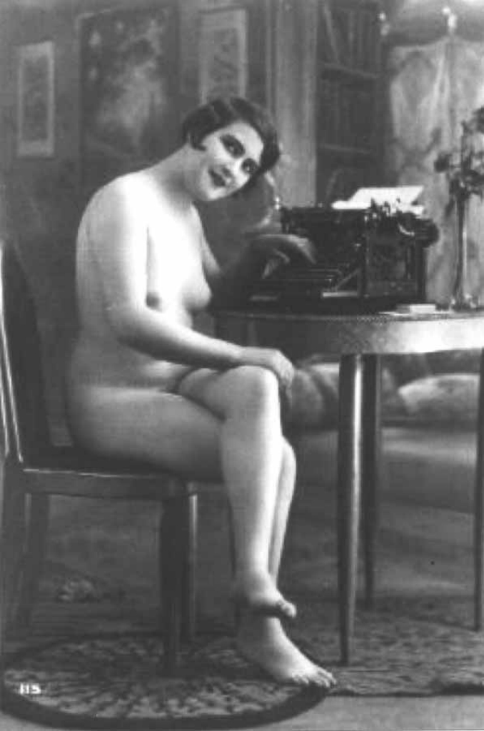 Эротические фотографии с пишущей машинкой