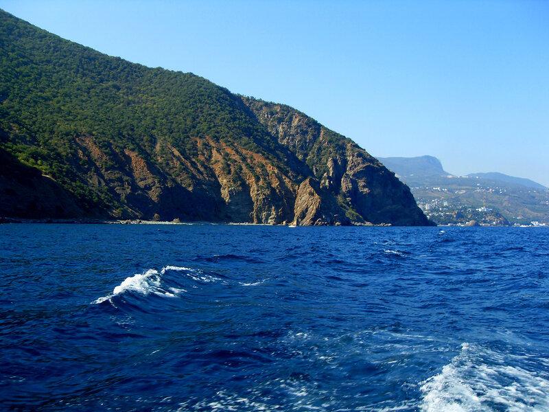 Вид на Аю-Даг с моря