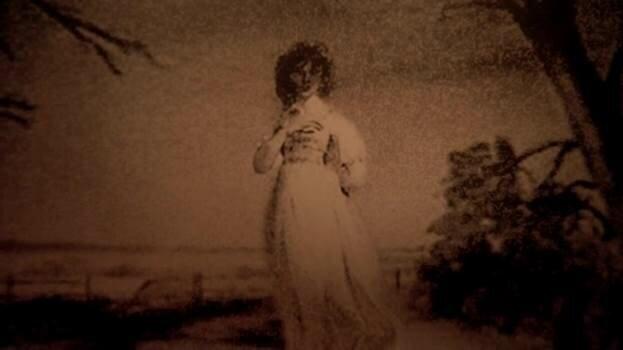 Констанс Уэлч, Женщина в белом (персонаж)