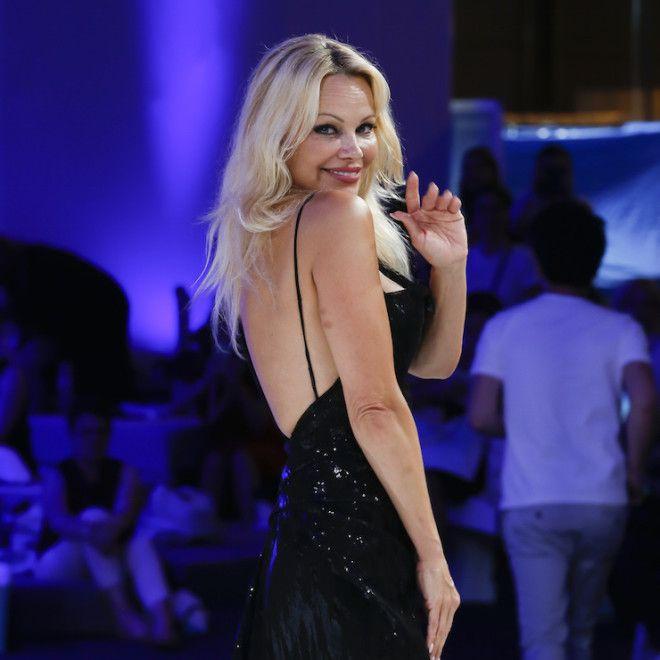 50-летняя Памела Андерсон восхитила фигурой в полупрозрачном платье