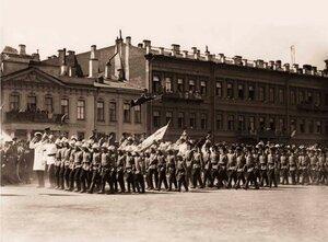 Дети-пожарные во время церемониального марша проходят мимо Императора Николая II. 1912 г.