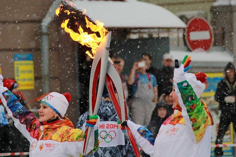 Эстафета олимпийского огня в Кирове: два факела